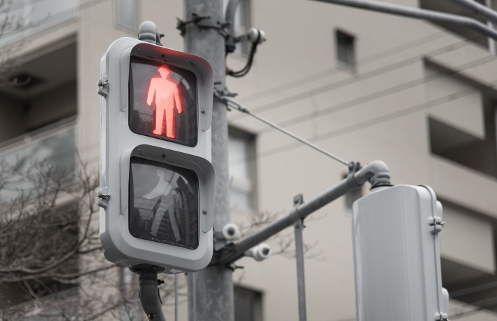 https://www.shutterstock.com/image-photo/red-traffic-light-pedestriansjapan-373101097?src=6YdNViOtz3ThIRTCpI0dRw-1-70
