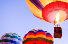 https://www.shutterstock.com/image-photo/hot-air-balloon-front-sky-555069943?src=n7bAVjn56xDx7DB1b68NlQ-1-72