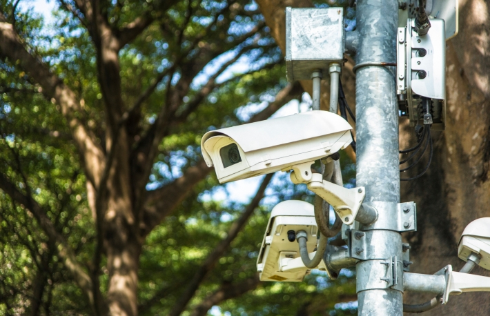 https://www.shutterstock.com/image-photo/security-camera-park-cctv-1074035348?src=Du1MtCAnaXYnj6X856X7_A-1-62