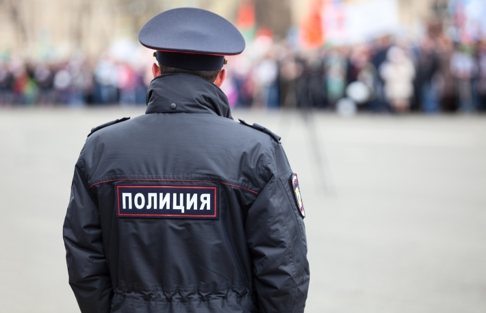 https://www.shutterstock.com/image-photo/russian-policeman-officer-stands-opposite-crowd-650410924?src=ujWz9JX0q0JThI9mBM6LlQ-1-97