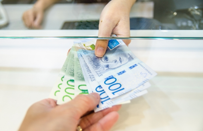 https://www.shutterstock.com/image-photo/sweden-krona-sek-money-women-giving-737230648?src=4S-k7FRfrvX5vHylpEFCZA-1-44