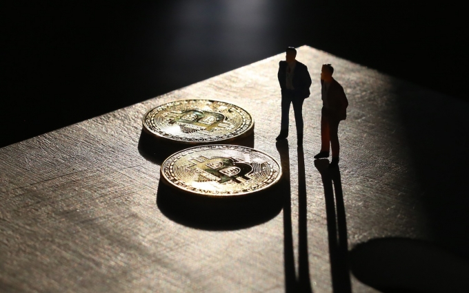 https://www.shutterstock.com/image-photo/miniature-people-bitcoins-symbolising-exchanges-trades-785329462?src=OVukJLo1SpFtY3hrZg0cIA-1-71