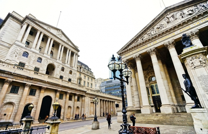 https://www.shutterstock.com/image-photo/london-uk-february-5-royal-exchange-622466255?src=rTwwLGFpcVW8RdQnNXSa6g-1-2