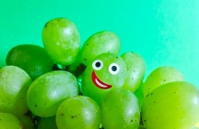 https://www.shutterstock.com/image-photo/funny-face-on-grape-1078622792?src=XVbSE9loEtDyYisLPIV-cg-1-94