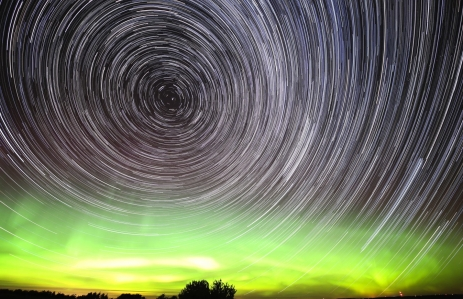https://www.shutterstock.com/image-photo/star-trails-orthern-lights-161897864?src=5aEkBKjDD77UgX6SzgFaoA-1-64