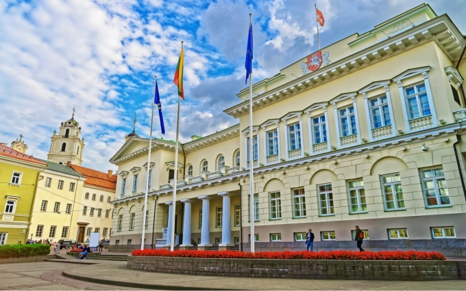 https://www.shutterstock.com/image-photo/presidential-palace-vilnius-old-town-lithuania-573941977?src=Csd-jDQN-YzDyFO0XqyvSA-1-33