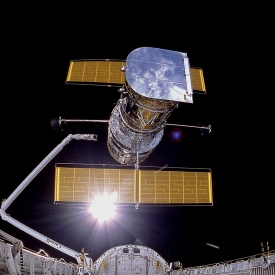 Sts-31 Onboard Phot-Hubble Space telescope Being Deployed On April 25. 1990. Thew photo Was Taken By The IMAX Cargo Bay Camera (ICBC) Mounted In A Container On The port Side Of Orbiter Discovery In Bay 12. REF: JSC S90-42203 Phto Credit: Nasa/Smithsonian Institution/Lockheed Corporation