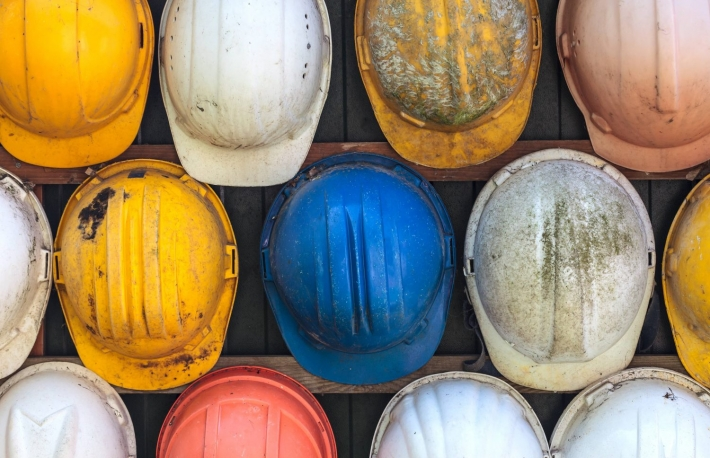 https://www.shutterstock.com/image-photo/old-worn-colorful-construction-helmets-110397776?src=ceMOO8FVL4viGUuuYz73LA-1-56