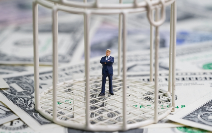 https://www.shutterstock.com/image-photo/miniature-businessman-inside-birdcage-on-pile-1009327882?src=Q9DCstnsrFiOu22hT2hLJg-1-1
