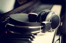 https://www.shutterstock.com/image-photo/piano-keyboard-headphones-music-138386987?src=LFyVLrhk02RFlirObmpeLw-1-7