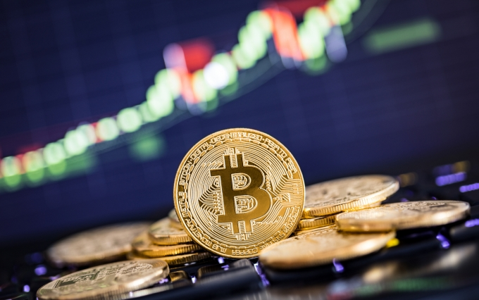 https://www.shutterstock.com/image-photo/bitcoin-gold-coin-defocused-chart-background-680368252?src=0P3s2M9LG5gHQFBBQCcp2w-1-0