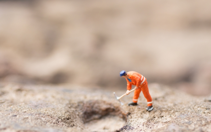 https://www.shutterstock.com/image-photo/miniature-people-men-uniform-using-shovels-771713359?src=F_-nDMU625VC72QUPWIiWw-1-0