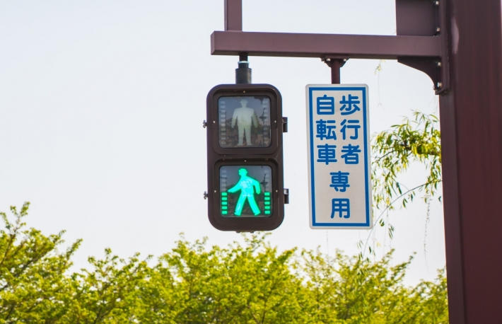 https://www.shutterstock.com/image-photo/green-traffic-light-walking-man-symbol-620066597?src=0rGiTJEeMUl10M9OPhtj5g-1-23