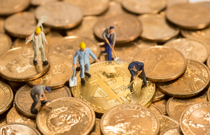 https://www.shutterstock.com/image-photo/miniature-figure-people-working-on-cryptocurrency-788468338?src=FApmibsyGB1R4NlOwiwjZQ-1-0