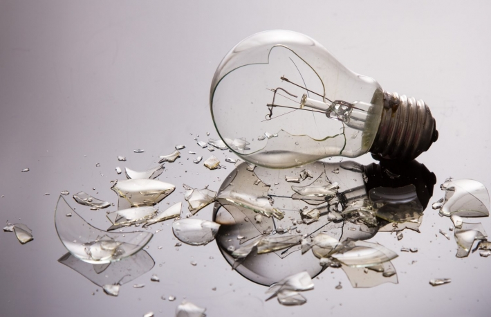 https://www.shutterstock.com/image-photo/broken-light-bulb-on-shiny-surface-157789271