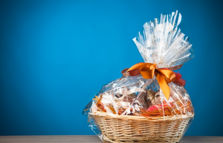 https://www.shutterstock.com/image-photo/gift-basket-against-blue-background-180193886?src=aeWO0yi_u-tibp3OOedmsw-1-2