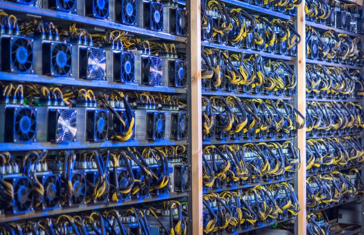 https://www.shutterstock.com/image-photo/bitcoin-cryptocurrency-mining-farm-761471725?src=xuKf1Rdp4nn0SuSJRsqXEw-1-53