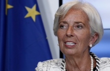 https://www.shutterstock.com/image-photo/managing-director-imfchristine-lagarde-gives-press-1127436860?src=uU6MpM2_A55fyR3GQXRm5g-1-30
