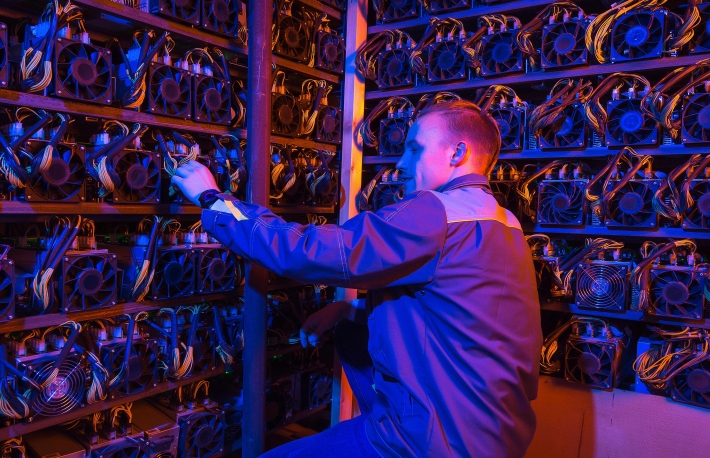 https://www.shutterstock.com/image-photo/miner-bitcoin-cryptocurrency-farm-mining-virtual-753649543?src=n3l8rV0UmVetSCd0mhTIKg-1-11