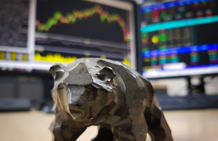 https://www.shutterstock.com/image-photo/bear-market-may-be-you-1066842137?src=yg1HVXKUtYx5X5P-mxaABw-1-8