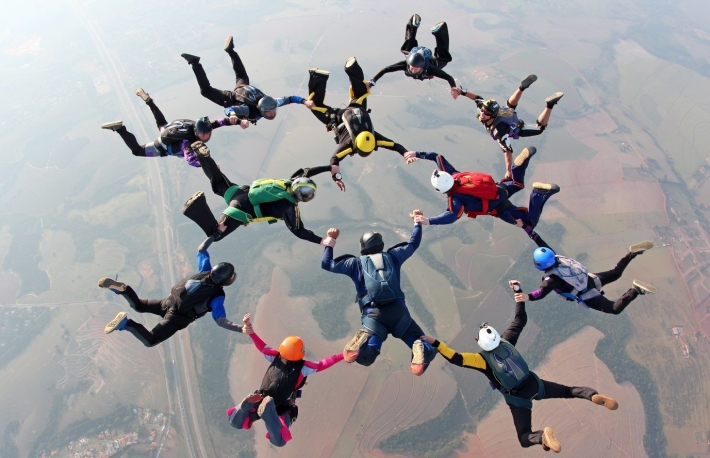 https://www.shutterstock.com/image-photo/skydiving-team-work-761034820?src=jJiLNOuD77QtRM9zUfDgCQ-2-43