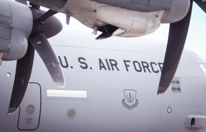 https://www.shutterstock.com/image-photo/us-air-force-transport-plane-752337739?src=t-zEWQXRPPI5hSfCRm2fTQ-1-7