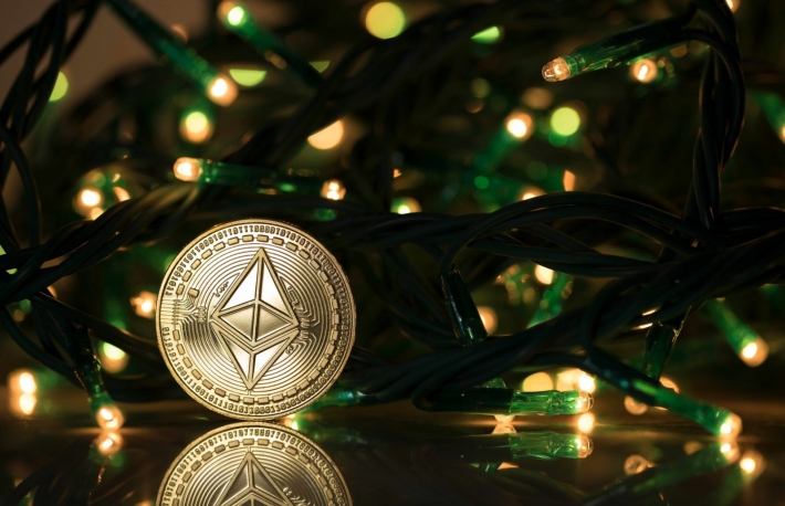 https://www.shutterstock.com/image-photo/ethereum-classic-physical-coin-surrounded-christmas-1233652168?src=-AevhrL_sQJJeveJUYCtow-1-79