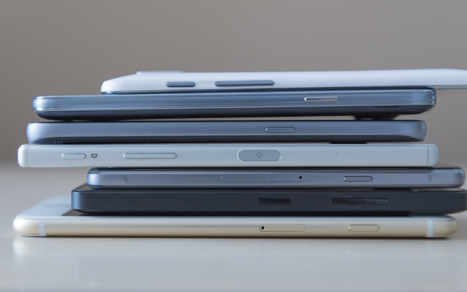https://www.shutterstock.com/image-photo/smartphones-piled-on-table-466277801?src=3RFABz_j53KWkTDXUJHmcg-1-2
