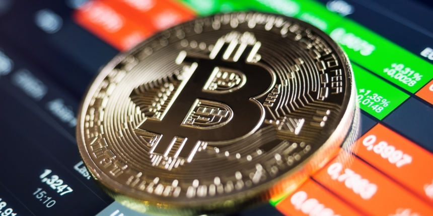 Bitcoin Clings on Above Key Support Amid Signs of Price Pullback