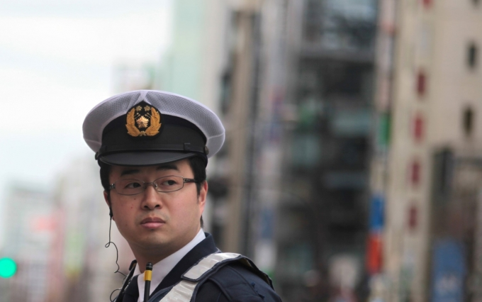 https://www.shutterstock.com/image-photo/tokyo-february-26-unidentified-police-officer-96099044