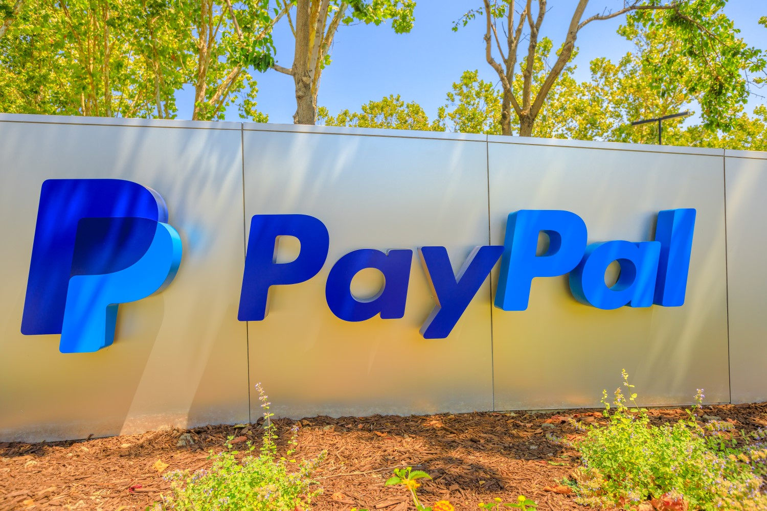 PayPal Wins Patent for Way to Defend Against Crypto Ransomware thumbnail