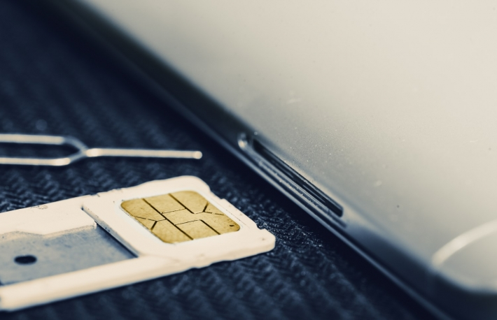 https://www.shutterstock.com/image-photo/open-tray-micro-sim-card-beside-1243869973?src=BNNg_iP2QWOjZ6-PbXB6Bg-1-0