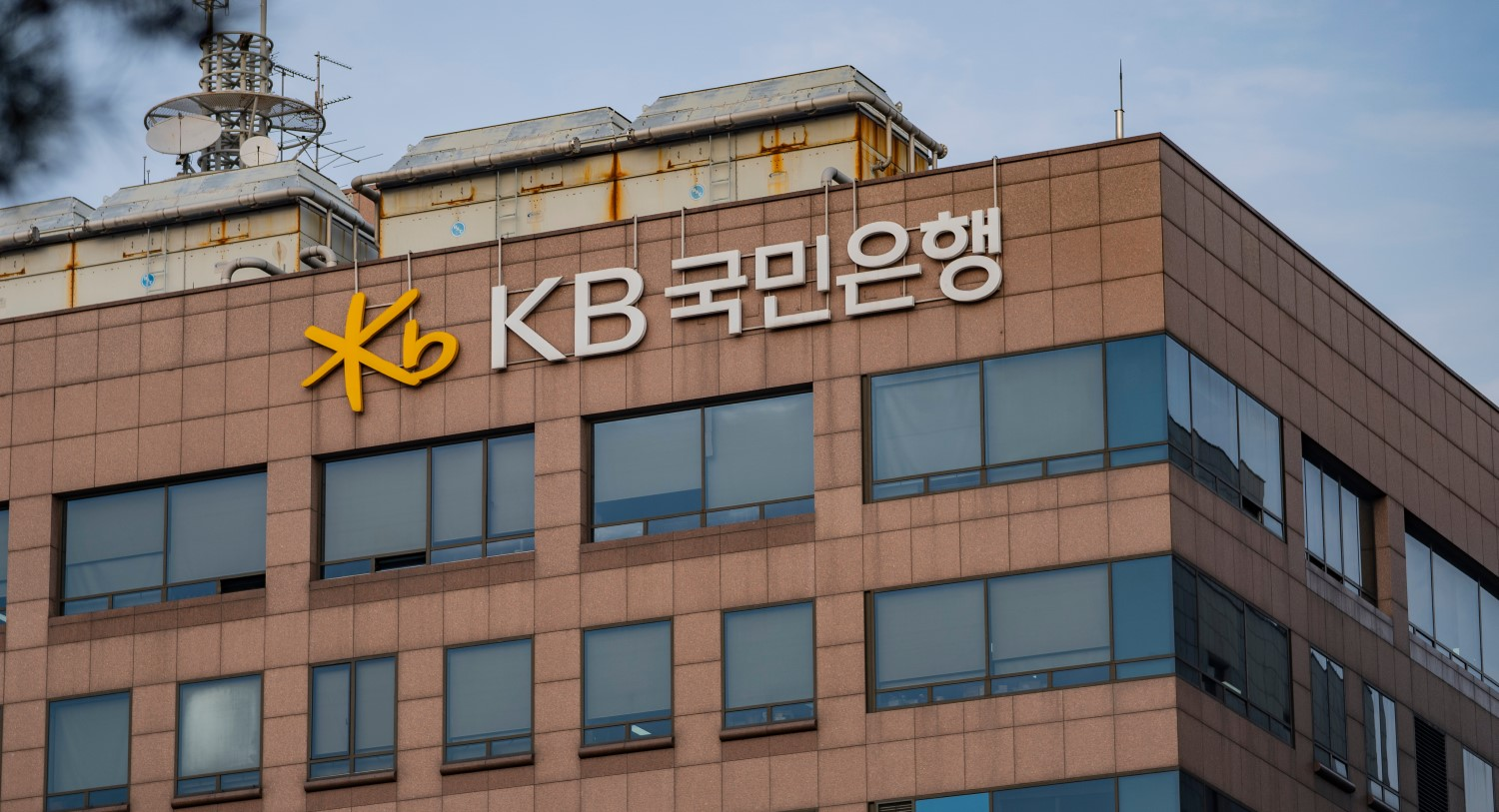 Korea's Biggest Bank Is Preparing to Custody Digital Assets thumbnail