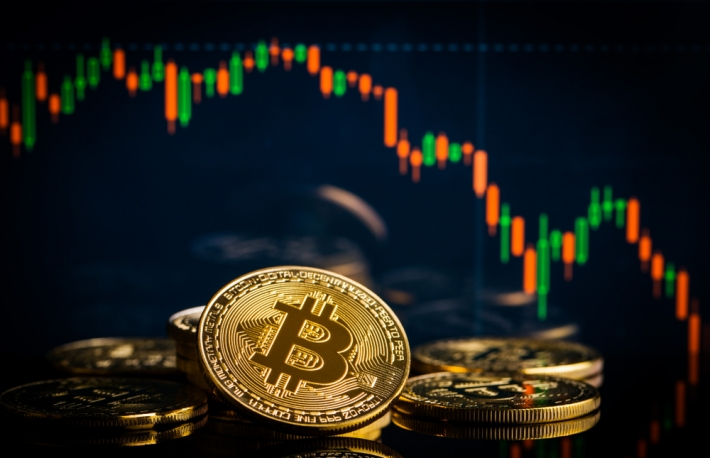 https://www.shutterstock.com/image-photo/concept-bitcoins-falling-candle-graph-on-1018901758?src=VFz1VJUKUEGflBeEOsV8ig-1-14&studio=1