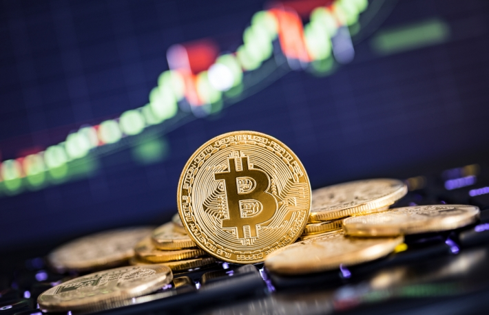 https://www.shutterstock.com/image-photo/bitcoin-gold-coin-defocused-chart-background-680368252?src=koD5dEi6mg_SzM4WA7X_5Q-1-21&studio=1