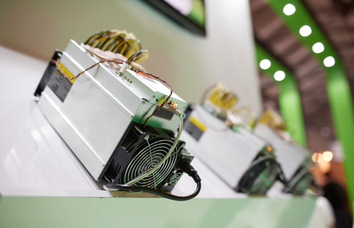 https://www.shutterstock.com/image-photo/cryptocurrency-mining-equipment-asic-application-specific-763058239?src=JnAoHxDGgcYp122NnmyMFA-1-4