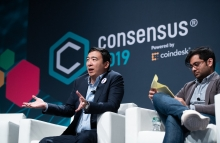 Andrew Yang and Neeraj Agrawal at Consensus 2019, photo via CoinDesk