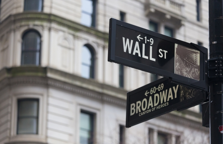 https://www.shutterstock.com/image-photo/wall-street-sign-new-york-american-356461442?src=DzL4ukxfonPRtHKafJFkww-1-95