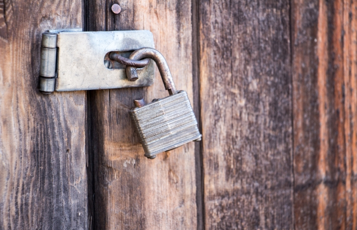 https://www.shutterstock.com/image-photo/broken-lock-on-wooden-door-681857038?src=reZKM8OjuWVGoAhK-WjAbA-1-0