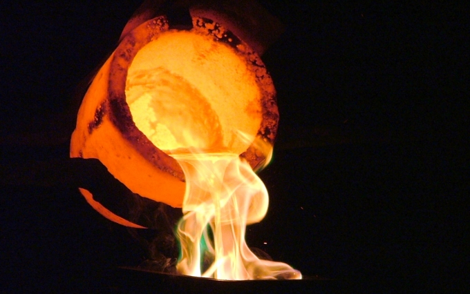 Liquid gold being poured into a cast to make a bullion bar at a Gold Reef City demonstration. Even the crucible glows under the immense heat. (Photo via Wikimedia Commons)