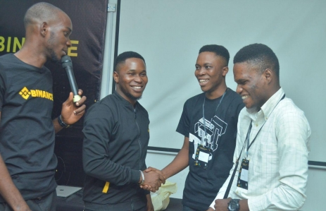 emmanuel-babalola-business-manager-nigeria-2nd-from-left-congratulating-the-winners-of-trading-capital-giveaway