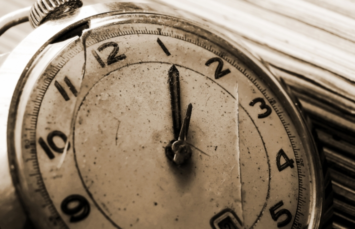https://www.shutterstock.com/image-photo/old-vintage-clock-142421779