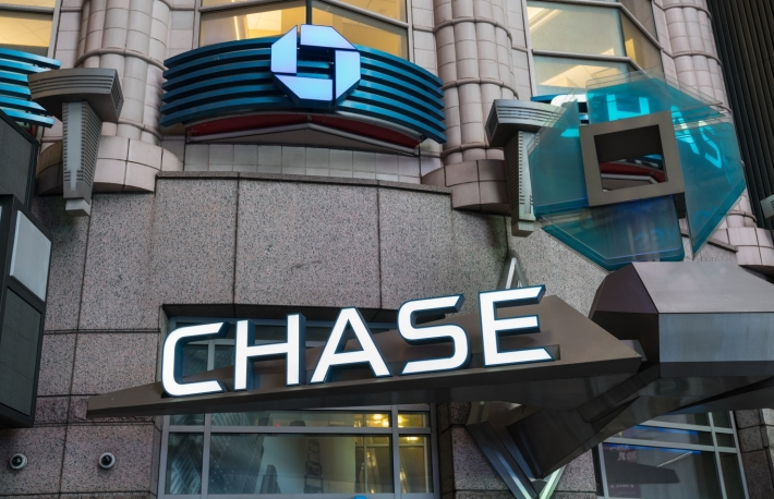 https://www.shutterstock.com/image-photo/new-york-jan-28-chase-bank-653561314