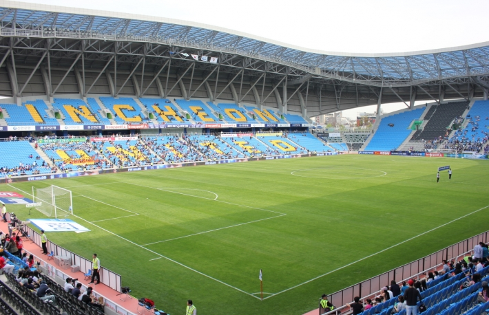 https://commons.wikimedia.org/wiki/File:Incheon_Soccer_Stadium_2.JPG