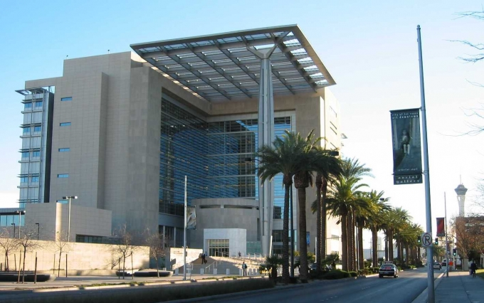 https://upload.wikimedia.org/wikipedia/commons/a/a7/Lasvegascourthouse.jpg