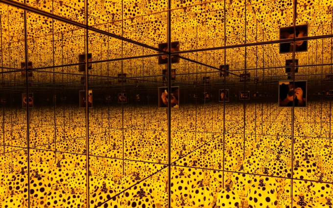 https://www.shutterstock.com/image-photo/singaporeaugust-132017-infinity-mirror-room-full-1138770053