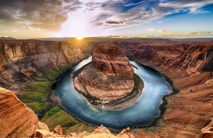 https://www.shutterstock.com/image-photo/sunset-moment-horseshoe-bend-grand-canyon-404297263