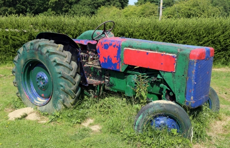 https://commons.wikimedia.org/wiki/File:Painted_tractor_at_Colgate_West_Sussex_England_02.JPG