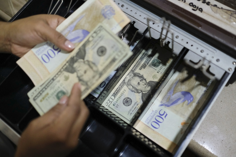 use-of-american-dollars-grows-in-venezuela