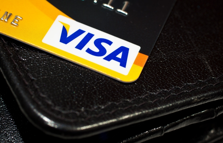 https://commons.wikimedia.org/wiki/File:VISA_credit_card_(5532389673).jpg